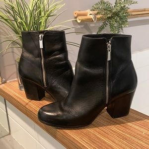 MICHAEL KORS black leather Ankle booties Size 7